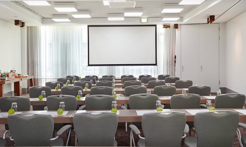 Holiday Inn Berlin Centre Alexanderplatz-Share your presentation in our Berlin Meeting Room<br/>Image from Leonardo