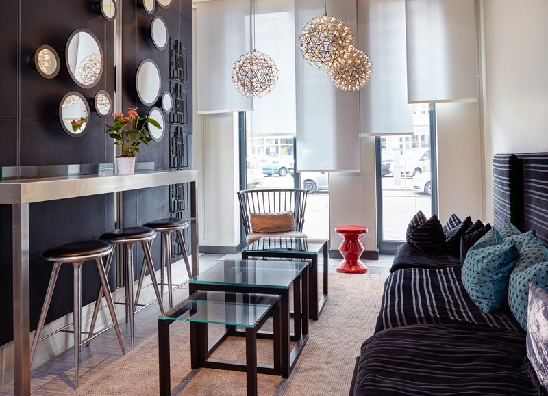 Holiday Inn Berlin Centre Alexanderplatz-Have a seat in our stylish Lobby and make use of the Free Wifi<br/>Image from Leonardo