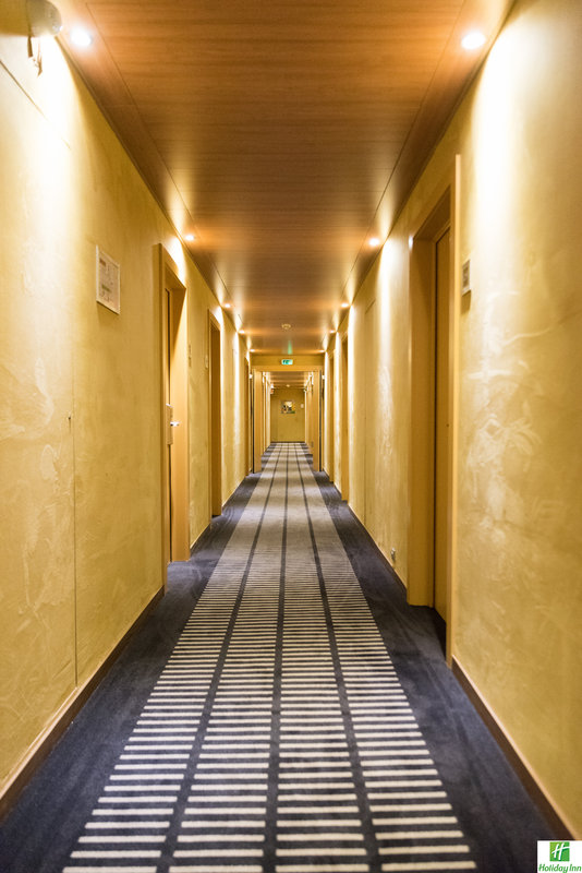Holiday Inn Cannes-Hallway<br/>Image from Leonardo