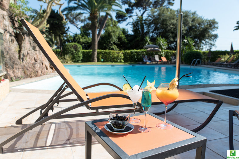 Holiday Inn Cannes-Come and relax by the pool enjoying a nice cocktail<br/>Image from Leonardo