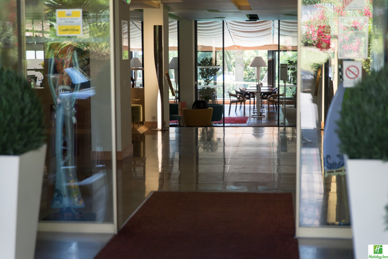 Holiday Inn Cannes-Entrance<br/>Image from Leonardo