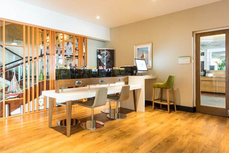Holiday Inn Brighton - Seafront-Catch up with work, family or friends at our E Bar<br/>Image from Leonardo