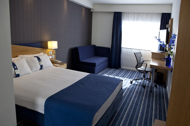 Holiday Inn Express Mechelen City Centre-Guest Room<br/>Image from Leonardo