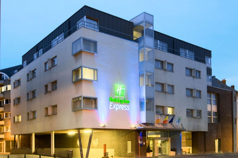 Holiday Inn Express Mechelen City Centre-Hotel Exterior by night - Holiday Inn Express Mechelen<br/>Image from Leonardo