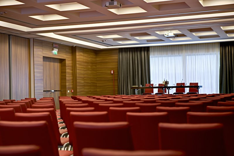 Crowne Plaza Verona Fiera-Meeting Room<br/>Image from Leonardo
