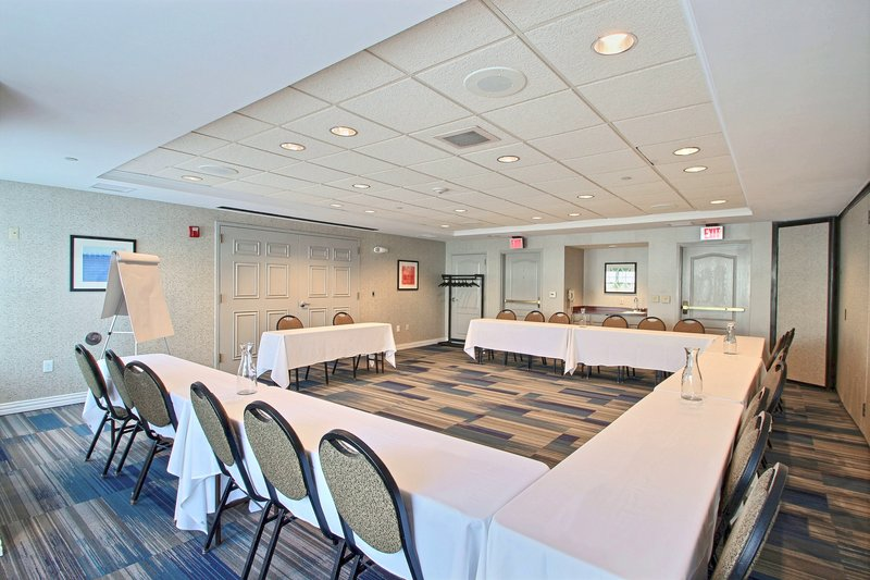 Holiday Inn Express & Suites Milwaukee Airport-Meeting Room at hotel near by Mitchell International Airport<br/>Image from Leonardo