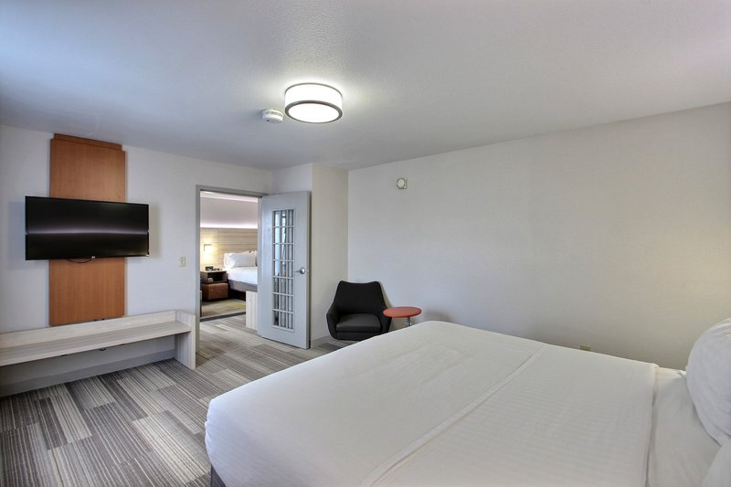 Holiday Inn Express & Suites Milwaukee Airport-Family Suite<br/>Image from Leonardo