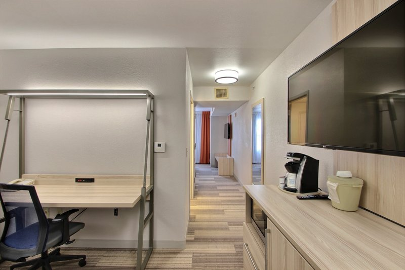 Holiday Inn Express & Suites Milwaukee Airport-Large Work Areas<br/>Image from Leonardo