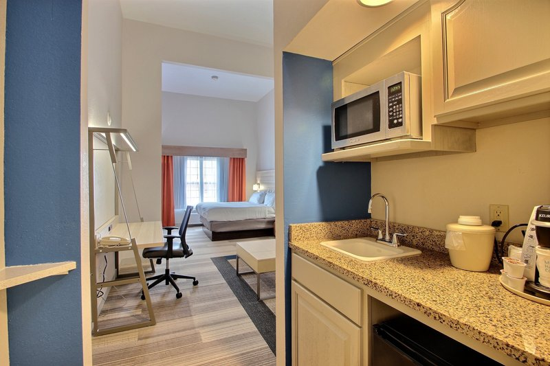 Holiday Inn Express & Suites Milwaukee Airport-King Leisure Suite<br/>Image from Leonardo