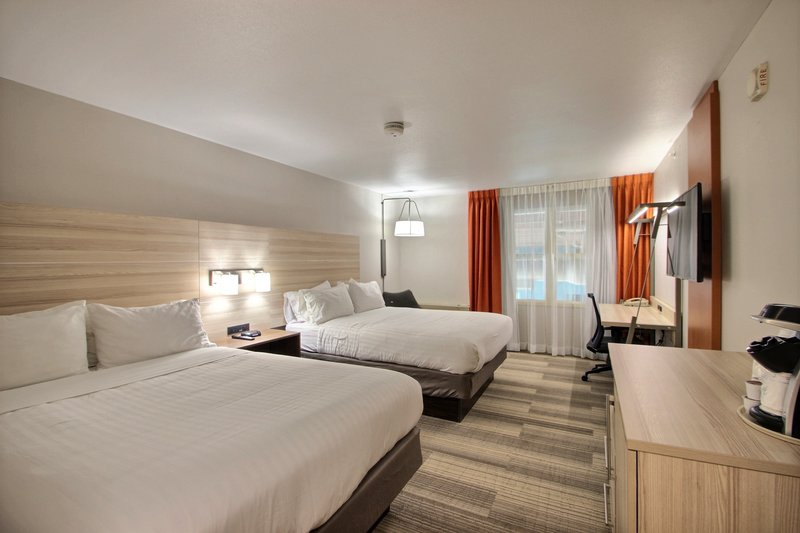 Holiday Inn Express & Suites Milwaukee Airport-Standard Room<br/>Image from Leonardo