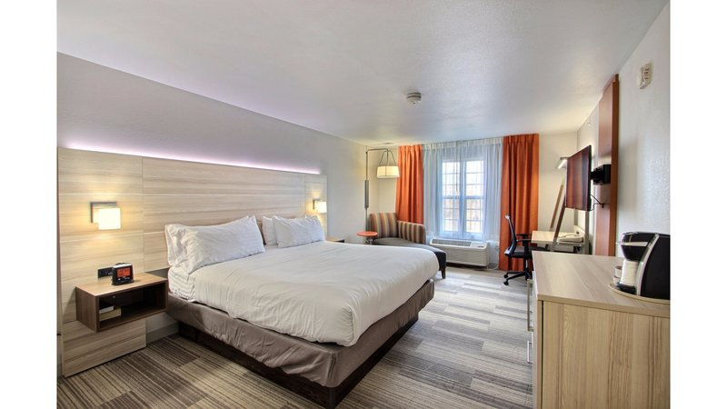 Holiday Inn Express & Suites Milwaukee Airport-King Bed<br/>Image from Leonardo