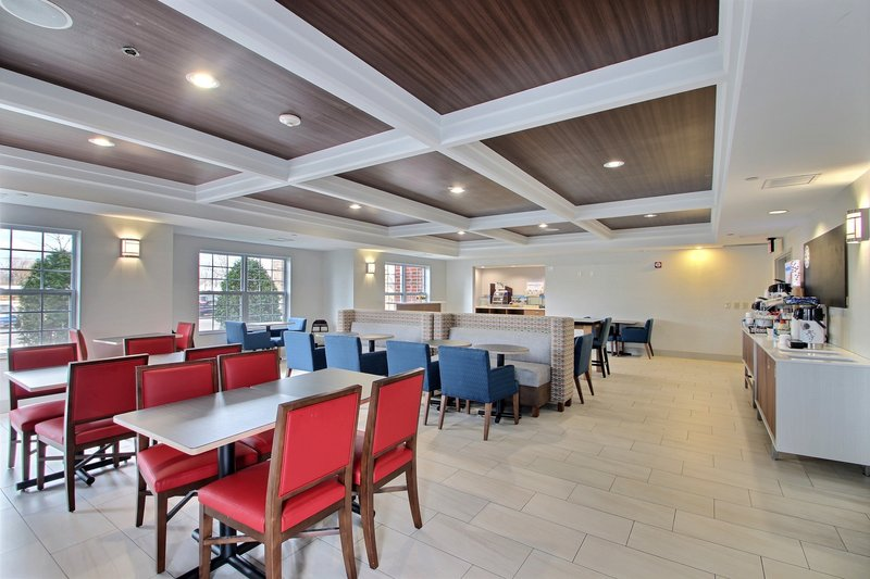 Holiday Inn Express & Suites Milwaukee Airport-Breakfast Room near Mitchell International Airport<br/>Image from Leonardo