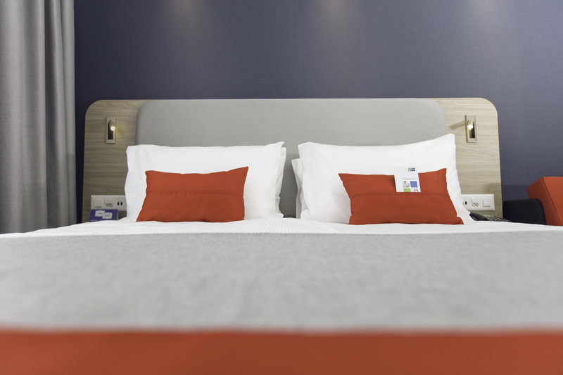 Holiday Inn Express Luzern - Neuenkirch-Guest Room<br/>Image from Leonardo