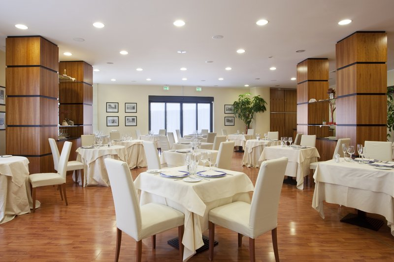 Holiday Inn Cagliari-Restaurant Vecchia Darsena served a la carte dishes<br/>Image from Leonardo