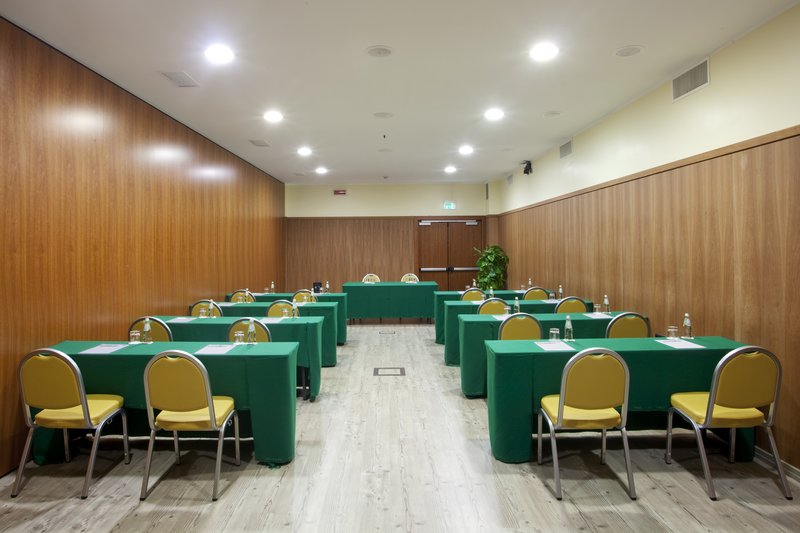 Holiday Inn Cagliari-Meeting Room (62 sq.m.) Class Room style<br/>Image from Leonardo