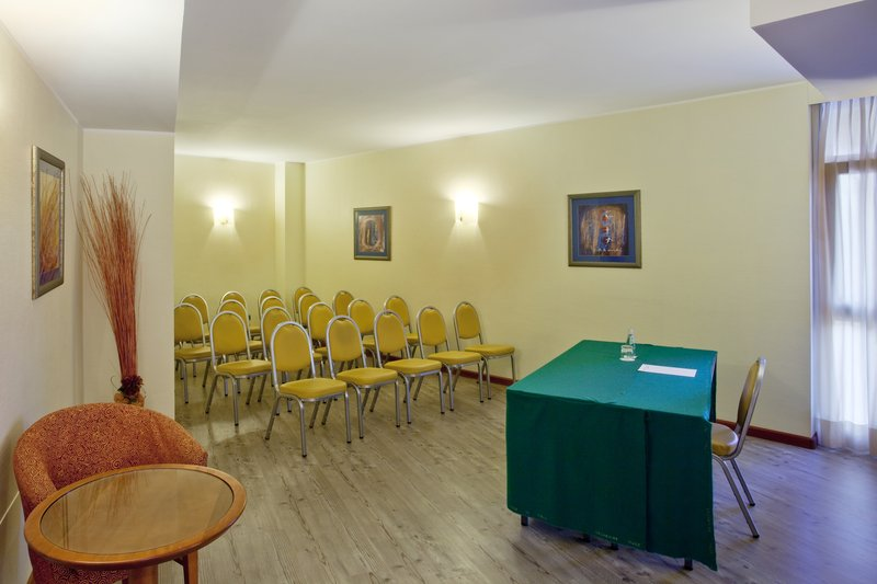 Holiday Inn Cagliari-Boardroom up to 18 seats in theatre style.<br/>Image from Leonardo