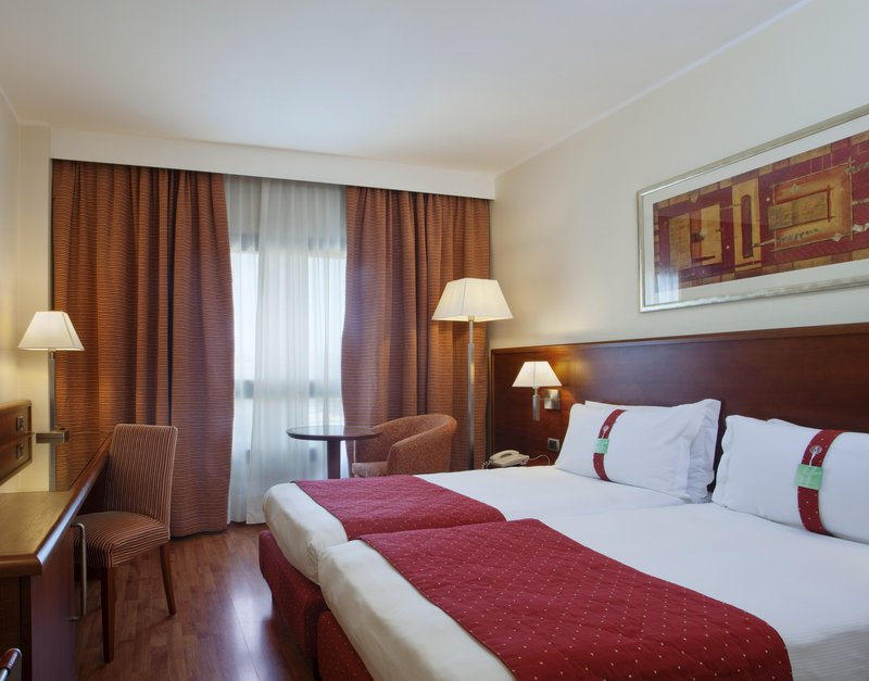 Holiday Inn Cagliari-Guest Room<br/>Image from Leonardo