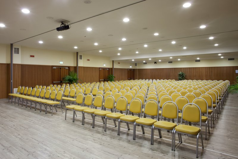 Holiday Inn Cagliari-Conference Room up to 350 seats teathre style<br/>Image from Leonardo