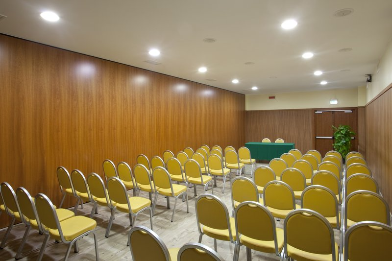 Holiday Inn Cagliari-Meeting Room (62 sq.m.) theatre style<br/>Image from Leonardo