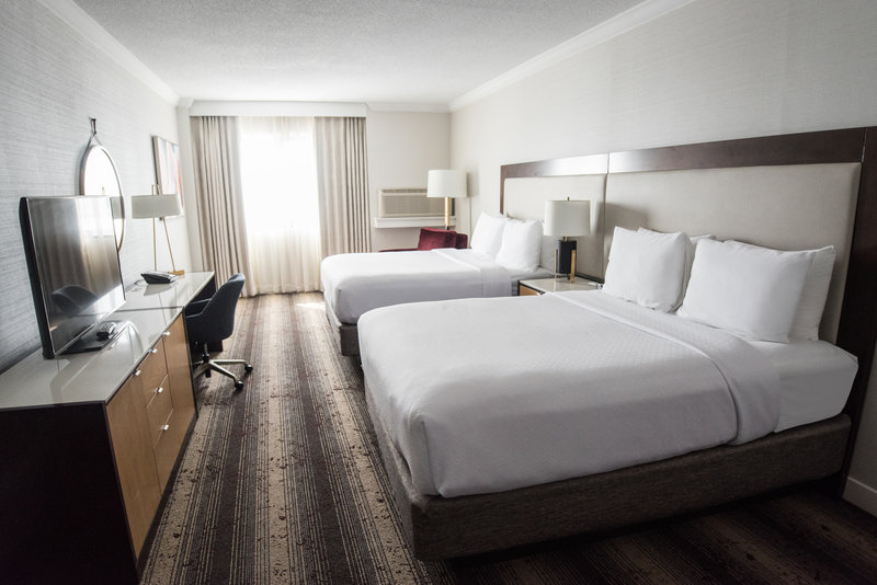 Crowne Plaza Edison-Guest Room<br/>Image from Leonardo