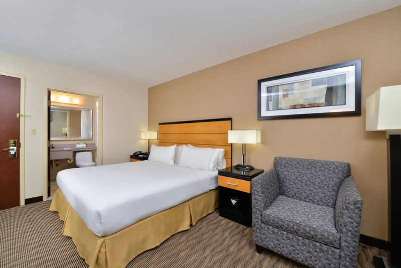 Holiday Inn Express New York JFK Airport Area-Guest Room<br/>Image from Leonardo