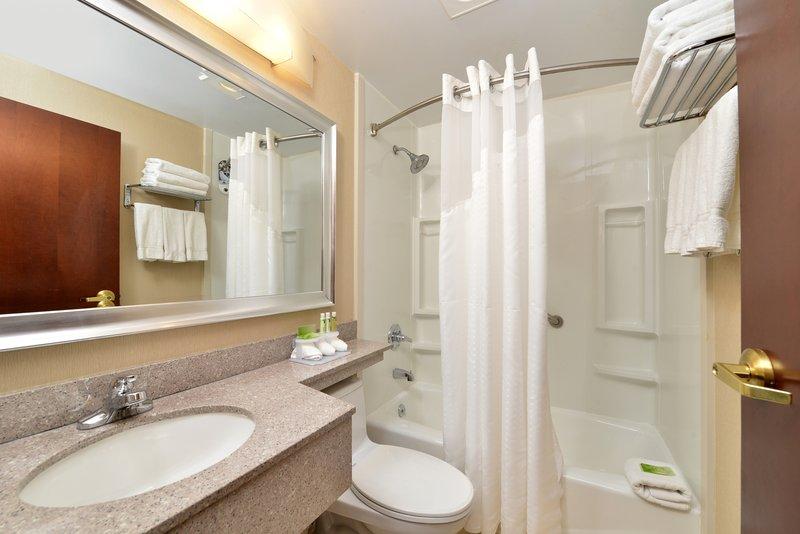 Holiday Inn Express New York JFK Airport Area-Bathroom<br/>Image from Leonardo