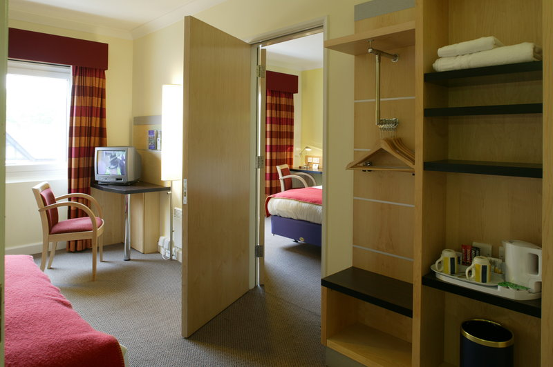 Holiday Inn Express Chester Racecourse-Guest Room<br/>Image from Leonardo