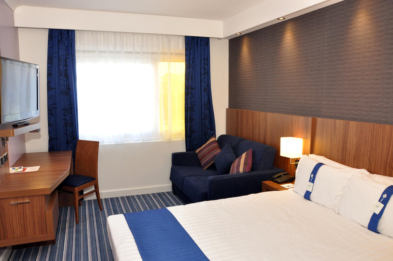 Holiday Inn Express Chester Racecourse-Standard double refurbished room<br/>Image from Leonardo