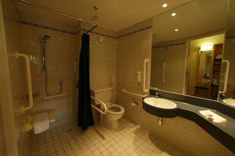 Holiday Inn Express Chester Racecourse-Guest Bathroom<br/>Image from Leonardo