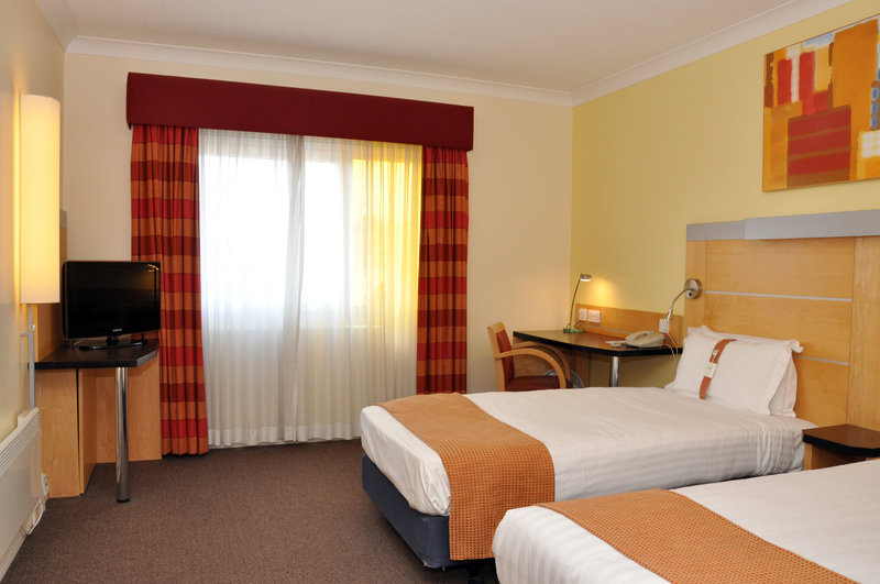 Holiday Inn Express Chester Racecourse-Standard twin room<br/>Image from Leonardo