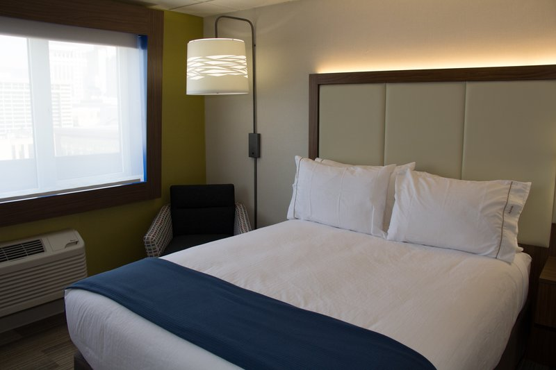 Holiday Inn Express Salt Lake City Downtown-Holiday Inn Express Salt Lake City Downtown King Room<br/>Image from Leonardo