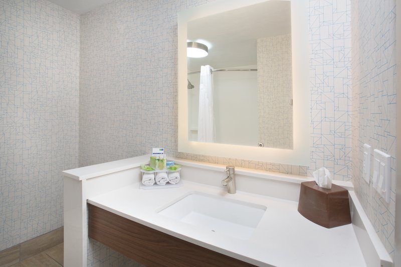 Holiday Inn Express Salt Lake City Downtown-Holiday Inn Express Salt Lake City Downtown guest bath amenities<br/>Image from Leonardo