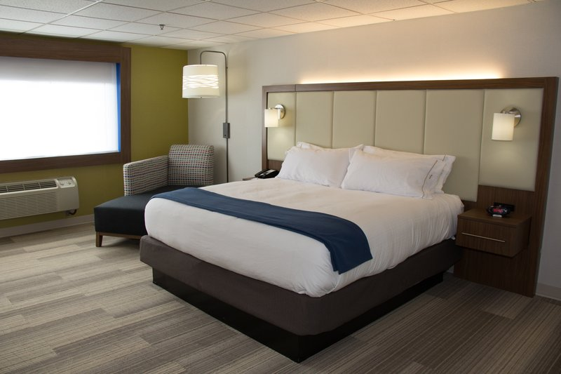 Holiday Inn Express Salt Lake City Downtown-Standard King Guest Room<br/>Image from Leonardo