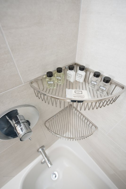 Crowne Plaza Edison-Bathroom Amenities<br/>Image from Leonardo