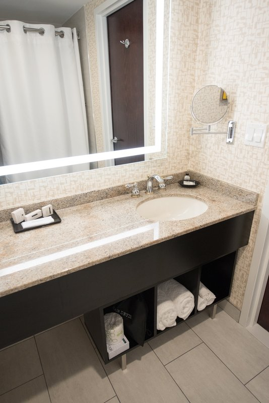 Crowne Plaza Edison-Guest Bathroom<br/>Image from Leonardo