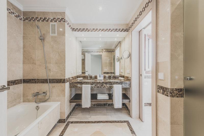 Hotel Puente Romano-Deluxe Room Bathroom<br/>Image from Leonardo