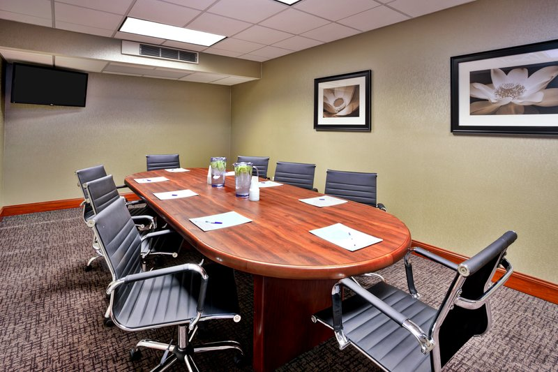 Holiday Inn Express & Suites Grand Rapids - North-Board Room<br/>Image from Leonardo