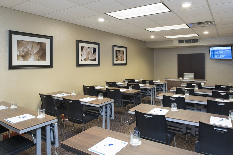 Holiday Inn Express & Suites Grand Rapids - North-Conference Room<br/>Image from Leonardo