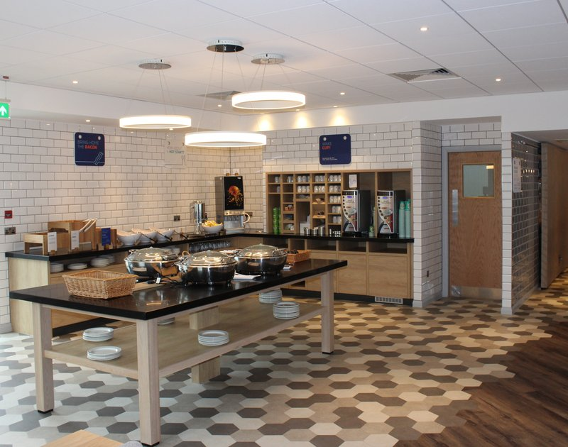 Holiday Inn Express Oxford - Kassam Stadium-Breakfast Buffet<br/>Image from Leonardo