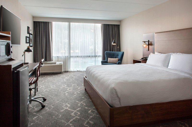 Four Points Philadelphia Northeast-King Guest Room<br/>Image from Leonardo