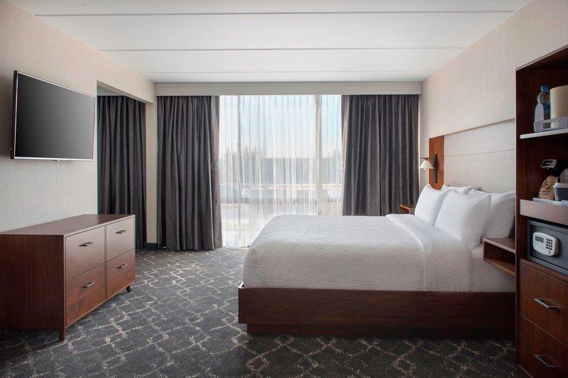 Four Points Philadelphia Northeast-King Junior Suite<br/>Image from Leonardo