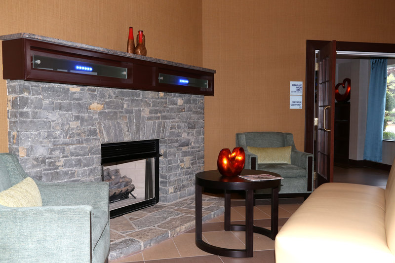 Holiday Inn Express Lexington-Sw (Nicholasville)-Lobby Lounge<br/>Image from Leonardo