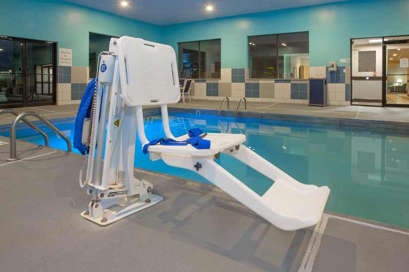 Holiday Inn Express Lexington-Sw (Nicholasville)-Swimming pool<br/>Image from Leonardo