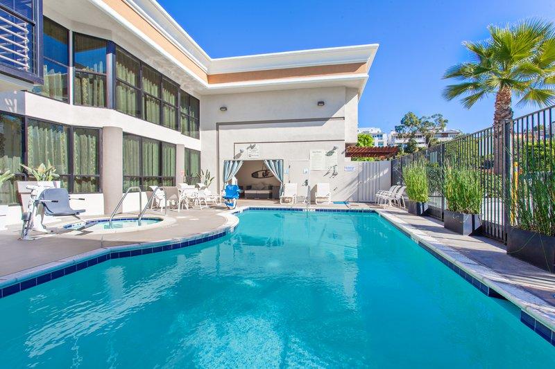 Holiday Inn Express Newport Beach-Swimming Pool <br/>Image from Leonardo