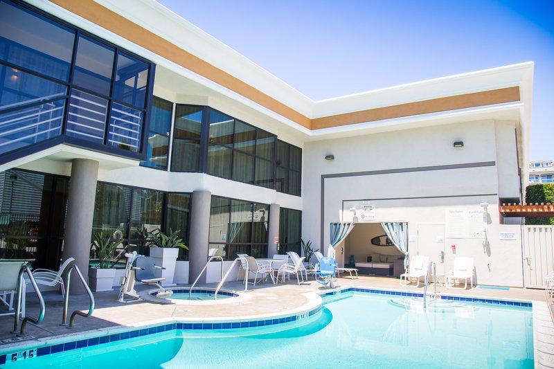 Holiday Inn Express Newport Beach-Swimming Pool<br/>Image from Leonardo