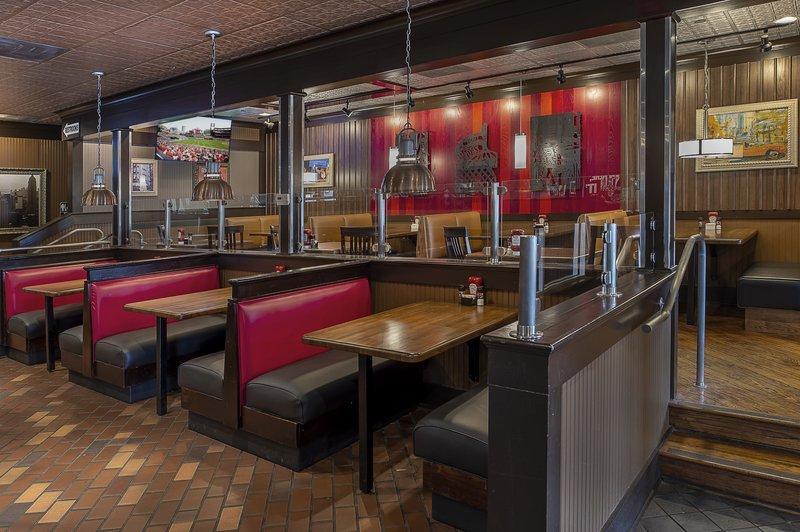Crowne Plaza St. Louis Airport-O'Hagen's Irish Pub<br/>Image from Leonardo