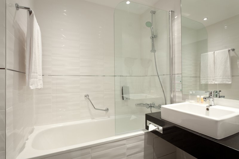 Holiday Inn Lille - Ouest Englos-Guest Bathroom<br/>Image from Leonardo