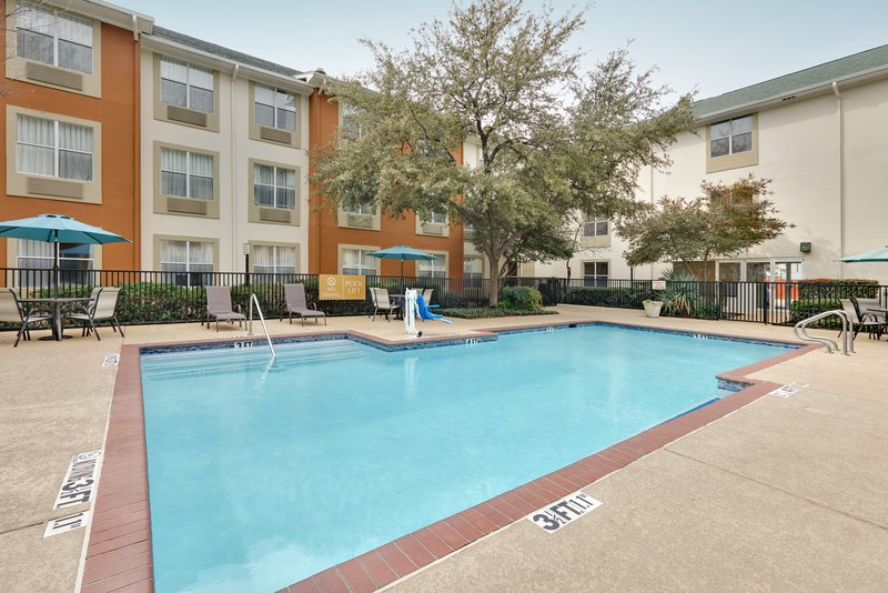 Candlewood Suites Dallas Market Centre-Relax in our gorgeous pool setting<br/>Image from Leonardo
