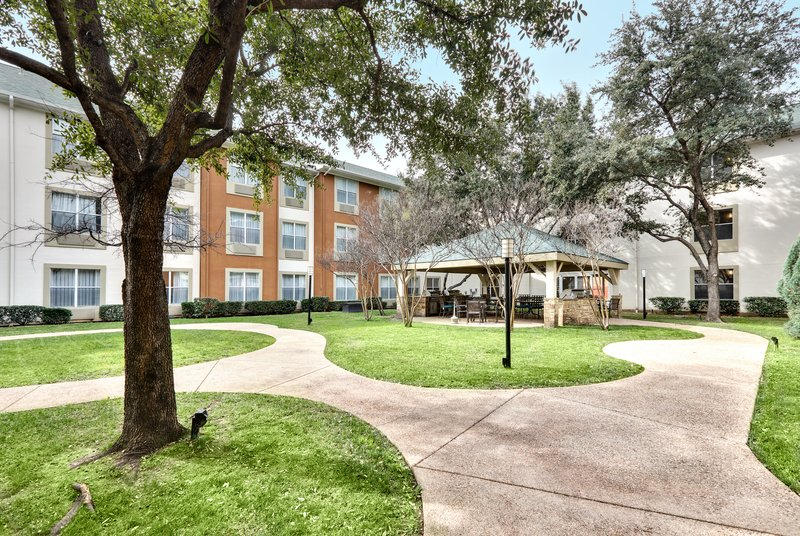 Candlewood Suites Dallas Market Centre-Unwind and relax in our courtyard<br/>Image from Leonardo