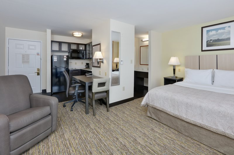 Candlewood Suites Dallas Market Centre-1 Queen Bed Studio Suite Nonsmoking <br/>Image from Leonardo